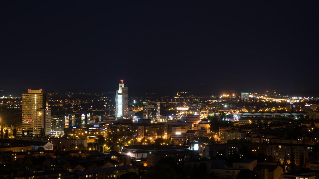 AZ Tower v noci
