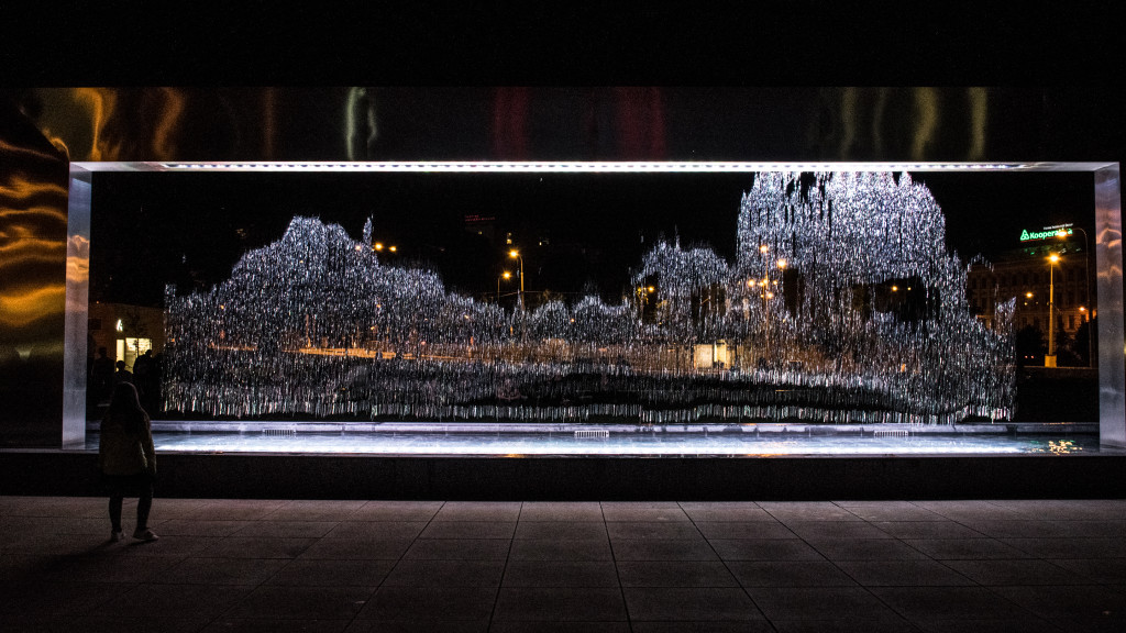 Brno – fontána před Jánáčkovým divadlem