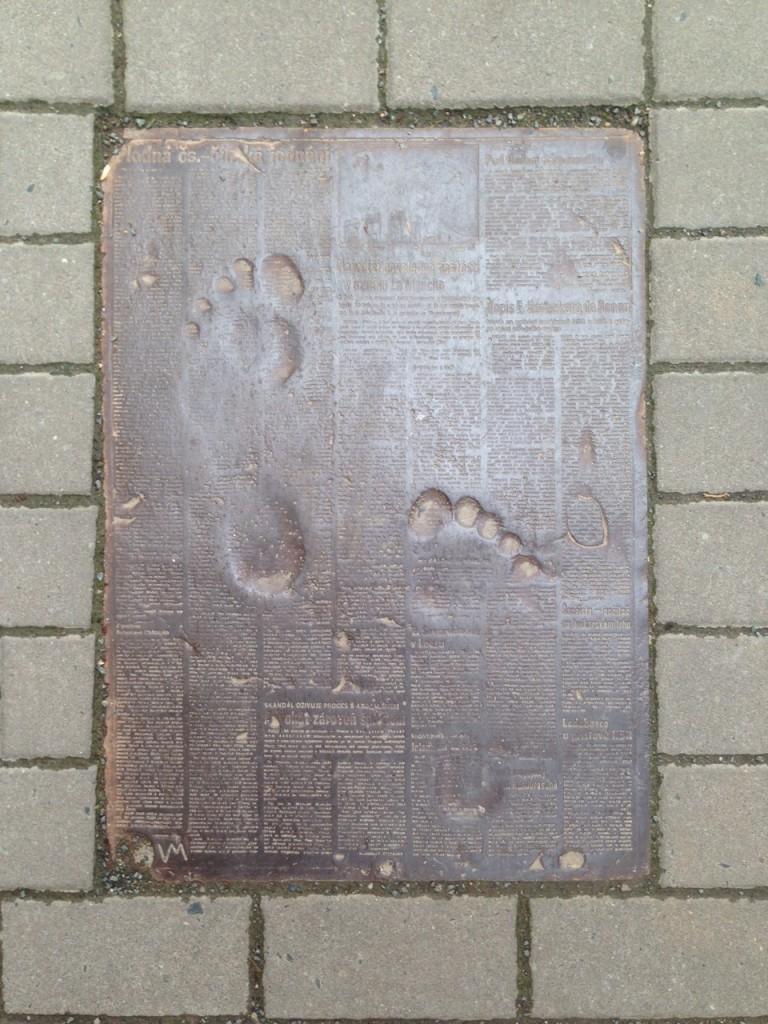 Otisky nohou v Brně