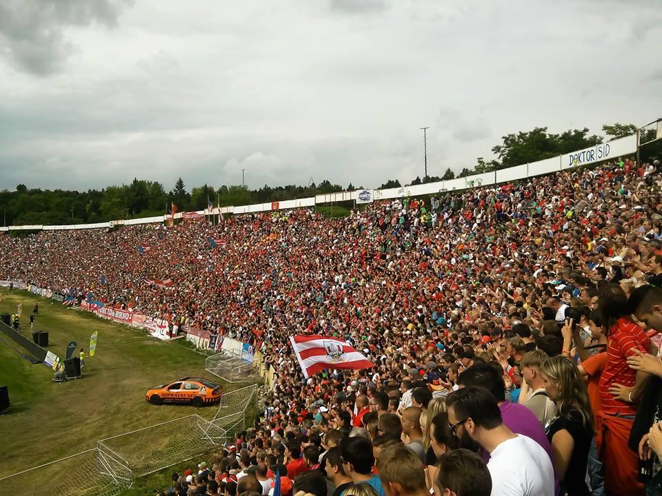 23000-lidi-za-luzankami