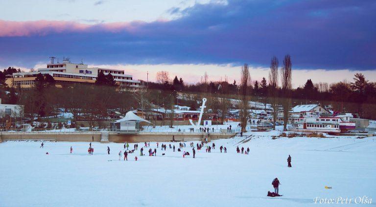 Život na zmrzlé brněnské přehradě – galerie