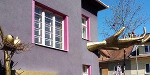 Surrealistický Kristkův dům v Černých Polích
